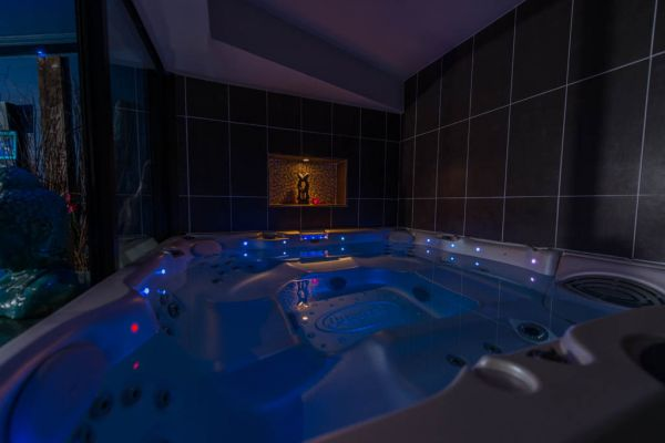 Louer une chambre avec jacuzzi privatif pour nuit romantique ...